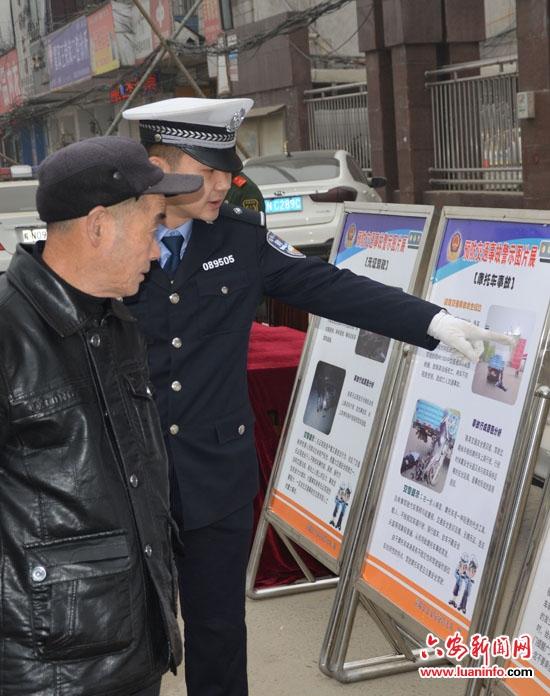 材料和交通安全宣传展板积极参与到此次宣传活动中