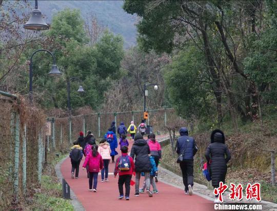 """告别""""节日病"""":""""燃烧卡路里""""成为中国新年style"""