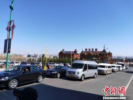 图为内蒙古自驾游车辆增多。内蒙古文化和旅游厅供图