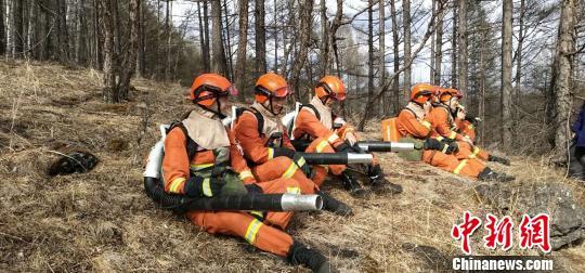 北纬53°森林消防员日常巡护:每天热身两万步起