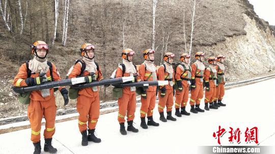 图为奇乾中队消防指战员日常巡护。 张林虎 摄