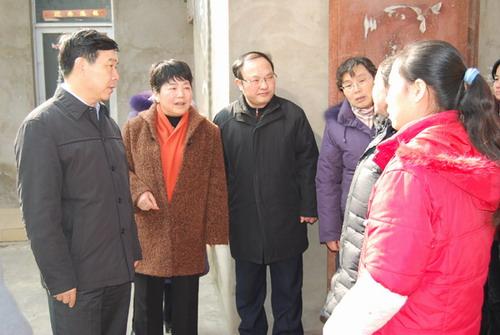 省政协领导到霍邱县开展春蕾助学慰问活动