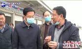 市領導到(dao)金安區調研小龍蝦市場運營情況